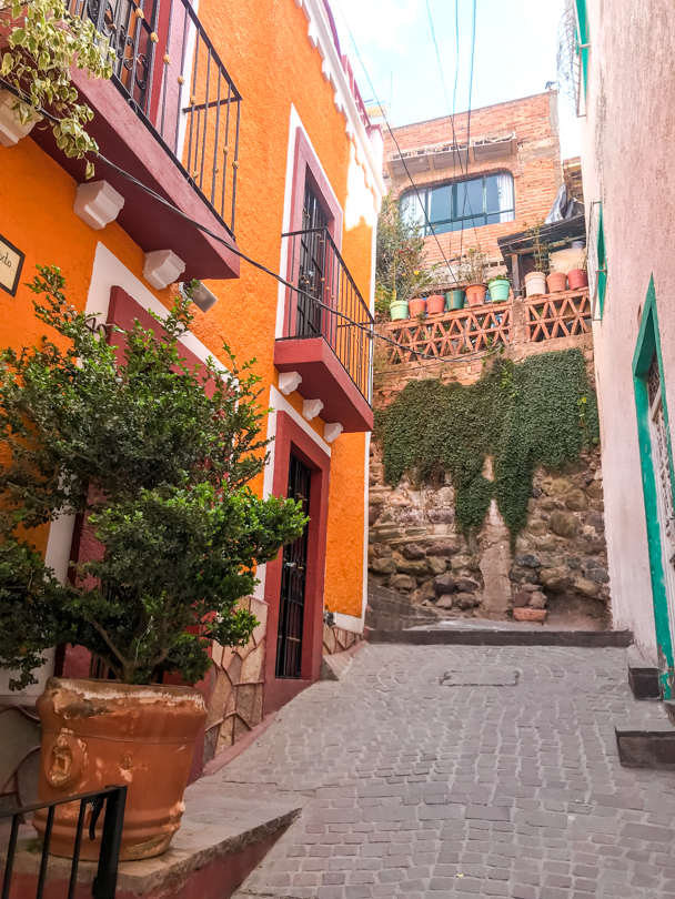 Guanajuto's callejones are lined with colorful houses.