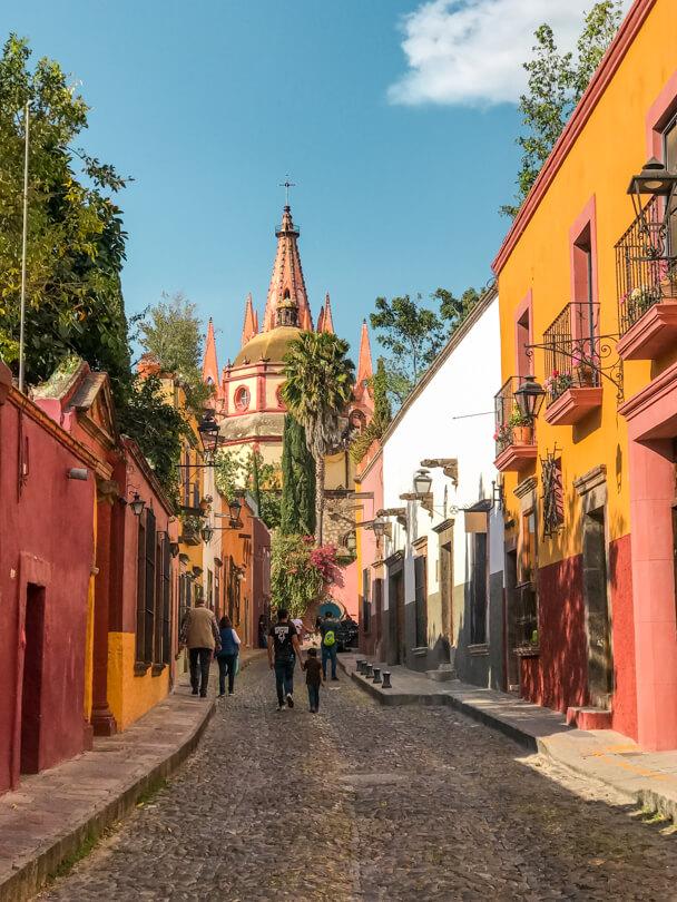 Colorful streets leading to the basilica in San Miguel De Allende, Guanajuato