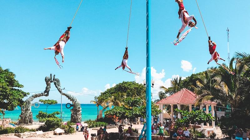 Voladores in Playa del Carmen