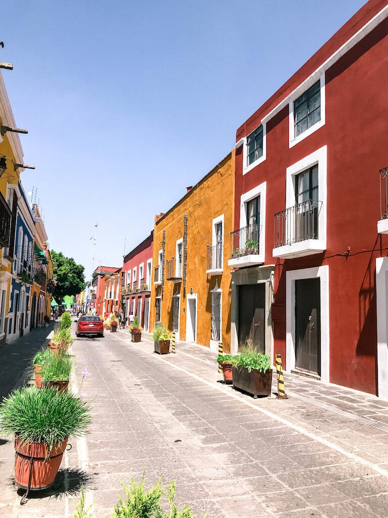 Callejón de los Sapos is the perfect place to shop for Talavera souvenirs on a day trip to Puebla